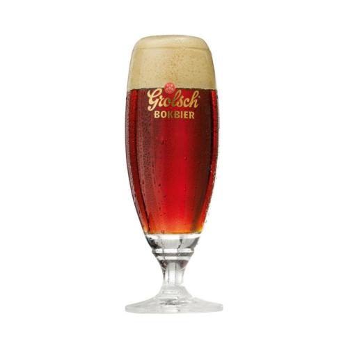 Bokbier bierglas gevuld met bier